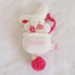 Doudou Lapin musical pompon fraise rose blanc DOUDOU ET COMPAGNIE