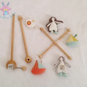 Mobile musical bois Biscotte Pompon MOULIN ROTY